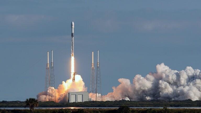 صاروخ فالكون-9 إلى الفضاء