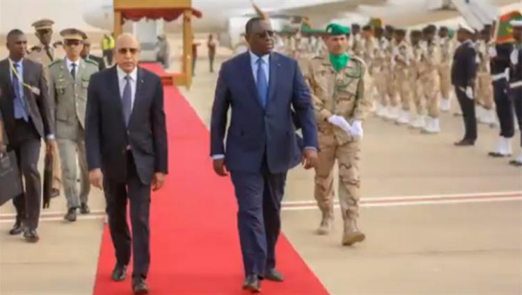 الرئيس السنغالي (يمين) مع نظيره الموريتاني