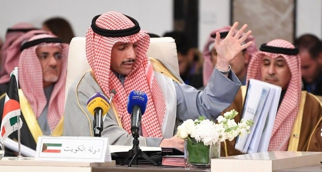 رئيس البرلمان الكويتي يلقي بصفقة القرن في الزبالة