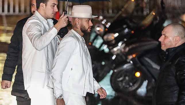 نيمار يرتدي الأبيض في عيد ميلاده