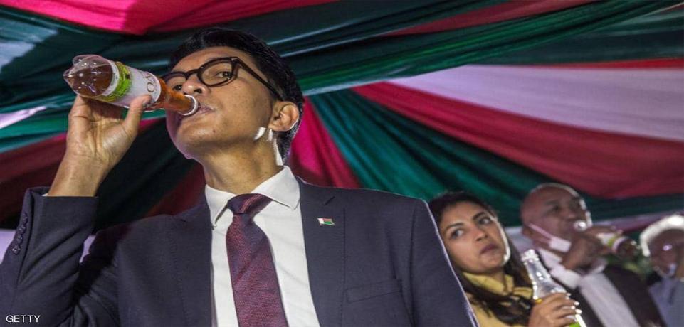 رئيس مدغشقر أندريه راجولينا يجرب علاج كورونا على نفسه