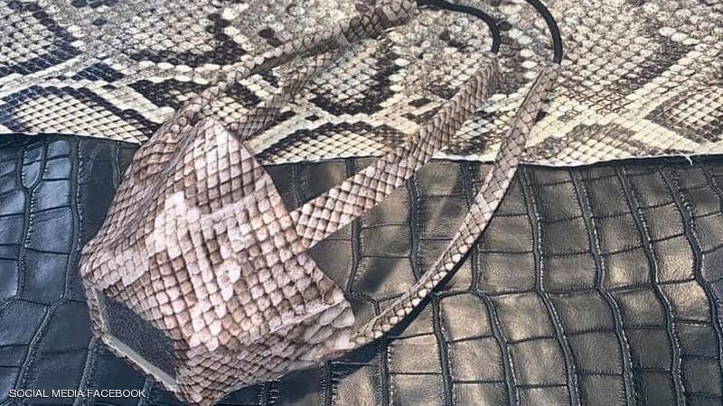 كمامات من جلود الثعابين