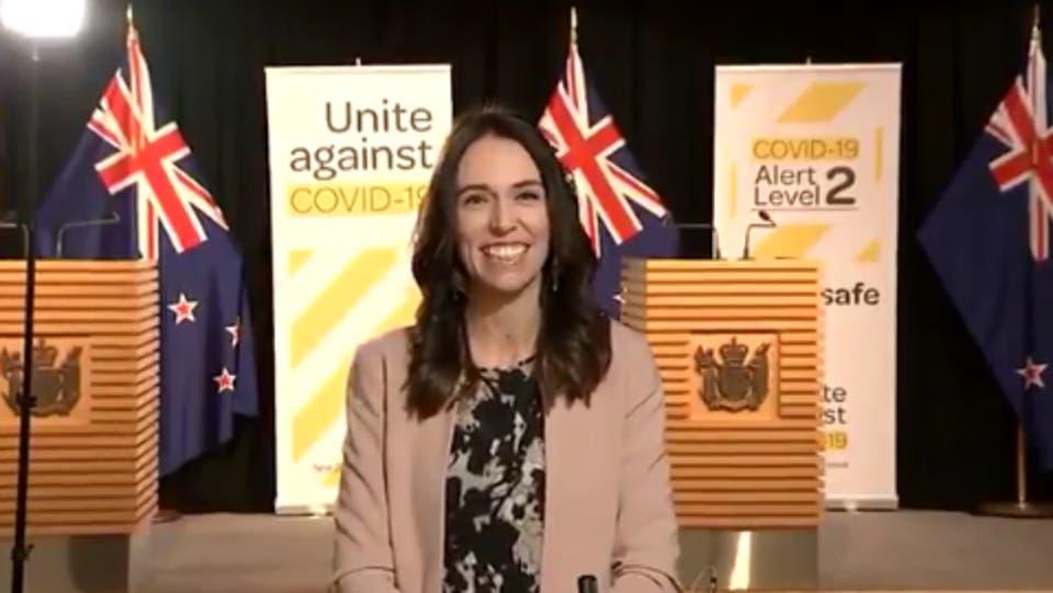 رئيسة وزراء نيوزيلاندا غاسيندا أرديرن - زلزال على الهواء