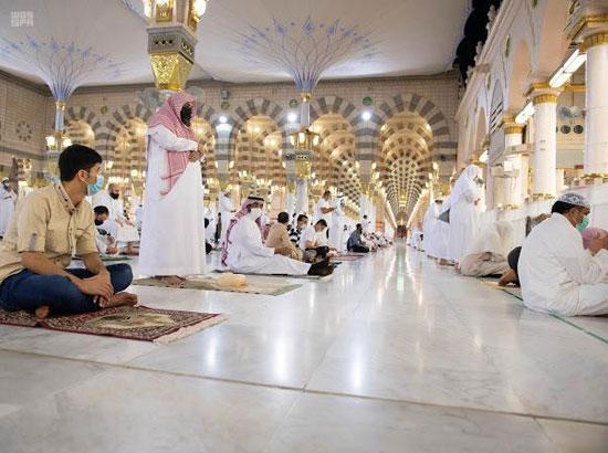 صلاة الفجر بالمسجد النبوي